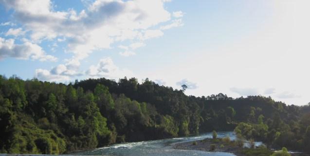 Atravessando uma ponte na ruta 5. Abaixo um rio...
