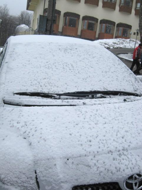 Carro coberto por neve em Termas de Chillan