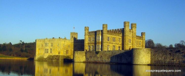 Castelo de Leeds ao fundo do lago